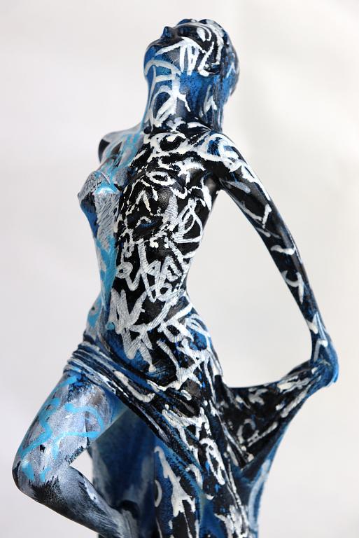 Venere in blu versione 2 - marco stazzini - pittura a mano su scultura in resina - 330 €